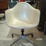 WHITE-EAMES-CHAIR-ON-ROLLING-BASE